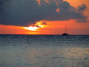 rybářská loď v západu slunce