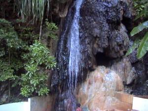 horký sirný vodopád poblíž Malgretoute