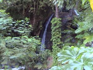 teplý sirný vodopád nedaleko Petit a Gros Pitonu