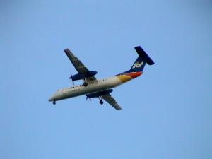 letadlo DHC-8 společnosti LIAT, operující téměř na všech ostrovech Malých Antil