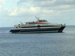 katamarán společnosti Opale Express spojující Antiguu s Montserratem