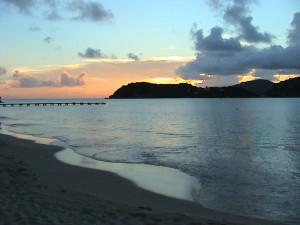 Pigoen beach - bleskové stmívání (18:02 hod.)