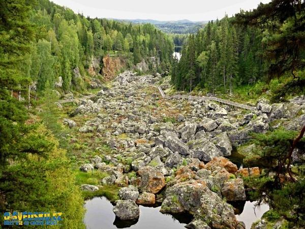Bývalé peřeje pod jezerem Ragundasjö. Dnes to jsou mrtvé vodopády, tedy Döda fallet.