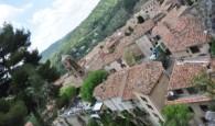 Provensálská vesnice Moustiers Sainte-Marie leží jen pár kilometrů od jezera Lac de Sainte-Croix. Jméno Moustiers pochází ze slova monasterium, protože mniši se usadili ve zdejších jeskyních už v 5. století. […]