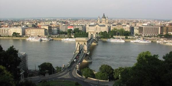 Budapešť je přibližně dvakrát větší než Praha. Z toho vyplývá, že si rozhodně nevystačíte pouze se svými nohami. Nejjednodušší způsob pohybu po městě je použití metra, které je nejstarší podzemní […]