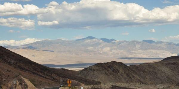 Údolí smrti patří po právu mezi nejméně přívětivá místa kživotu nejen vSeverní Americe. Proto může překvapit, že historie rozvíjení turistiky vtéto pouštní oblasti má za sebou již 90 let. Její […]