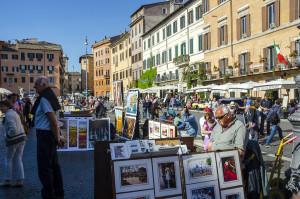 Ve středověku se na Piazza Navonna konal římský trh, dnes patří náměstí především malířům všech možných žánrů – a samozřejmě turistům i Římanům, pro které je stále jedním z nejoblíbenějších míst k nezávaznému korzování