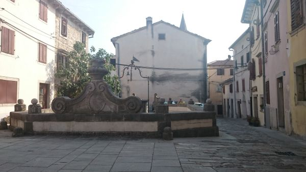 Kašna na jednom z náměstí v Buzetu