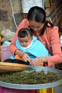 Tu-ťien patří k oblastem známým svým čajem a na mnoha místech si ho lze v tchu-lou koupit